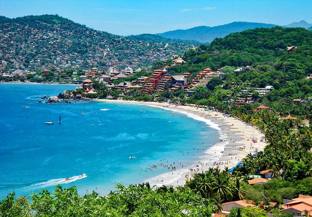 Playa La Ropa, Zihuatanejo, Mexico (photo courtesy LaRopaBeach.com)